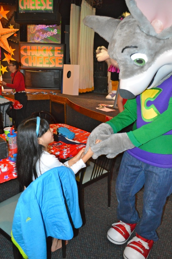 On the hunt for the perfect kids birthday party destination in Redwood City, CA? Come in to Chuck E. Cheese's, for a birthday party full of pizza and fun activities for kids and the entire family.